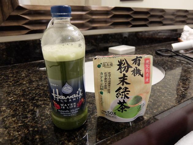 毎日パワフルなアメリカン料理を食べてるので、日本の味「緑茶」を粉で持参