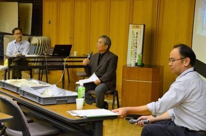 左から司会の田口、話題提供の森山、平田氏