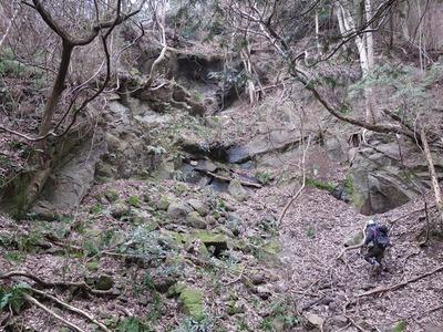 七沢石(日向石)の石切場跡