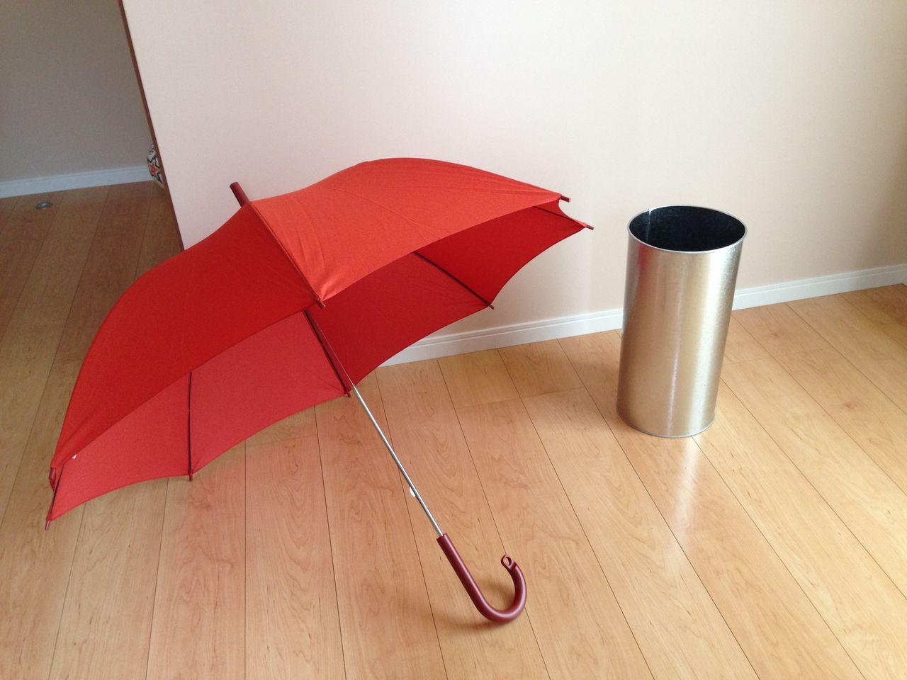 壁にぴったりと傘がついてしまうため、 濡れた傘はこの場所にはおけません。 一度乾かしたものを置くようにしなければならない… と気付きました。
