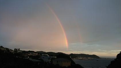 8月小坪の夕暮れに掛かる虹