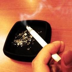 たばこ吸わない社員に有休増やす 喫煙者との区別は自己申告