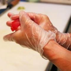 「寿司を素手で握るか否か」論争 日米の衛生観念が対立