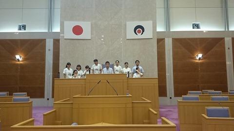 取材終了、議長席で記念撮影16,10,28,3賀茂川
