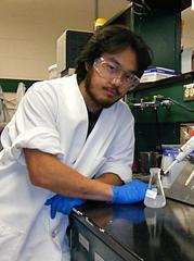 研究室では、鳥の生理機構と環境のつながりを探求し・・・