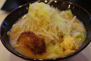 横浜西口にあるラーメン店「ゴル麺」のラーメン
