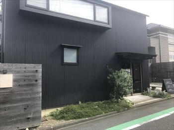 横浜洋光台にあるパン屋「ブーランジェリー ソア」の外観