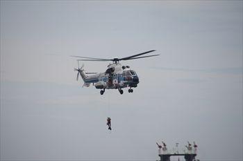 横浜赤レンガ倉庫の「横浜防災フェア2013」のヘリコプター