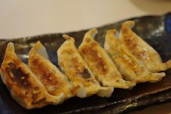 横浜西口にあるラーメン店「ゴル麺」の餃子