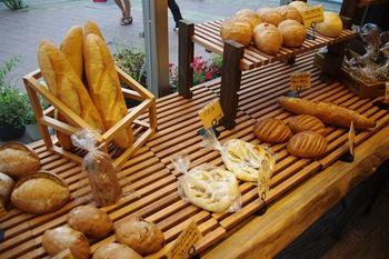 横浜センター南にあるパン屋さん「ベーカリー 南」の店内