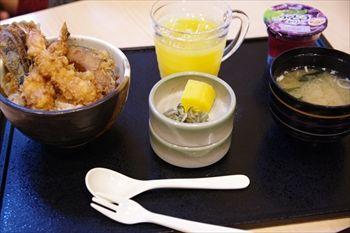 横浜センター北にある天ぷら屋「さくさく」のお子様天丼