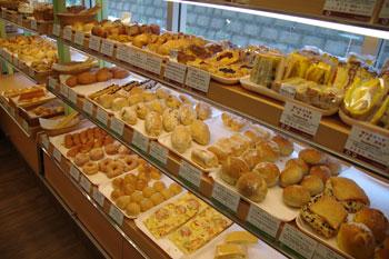 横浜山手にある天然酵母のパン屋さん「フーケ」の店内
