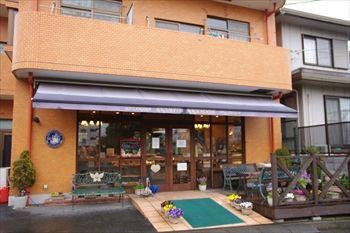 横浜東戸塚にあるパン屋「バゲット マジシェンヌ」の外観