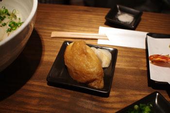 横浜石川町にあるうどん屋「かばのおうどん」のいなり寿司
