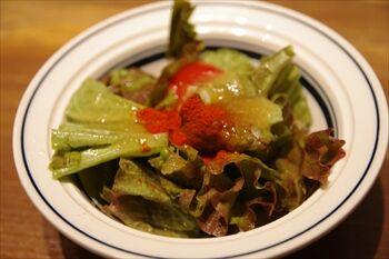新横浜にあるステーキ専門店「ゴッチーズビーフ」のサラダ