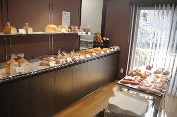 横浜北山田にあるパン屋さん「パン好房OHPADO」の店内