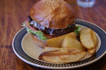 鎌倉長谷にあるカフェ「Good Mellows」のハンバーガー