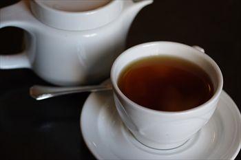 横浜日本大通りにあるカフェ「カフェドゥラプレス」の紅茶