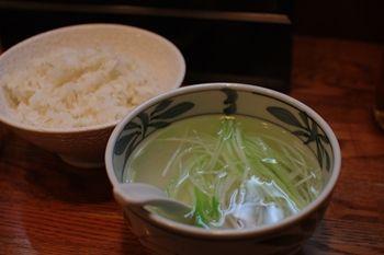 川崎にある牛たんのお店「牛たん 杉作」のライスとスープ