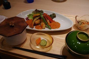 横浜仲町台にある定食屋さん「にじいろ食堂」のランチ