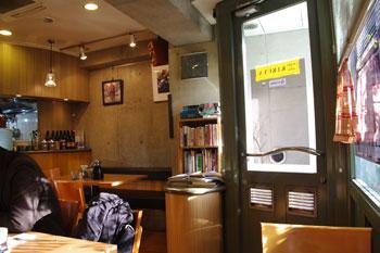 横浜野毛にあるカレーとシチューのお店「キクヤ」の店内