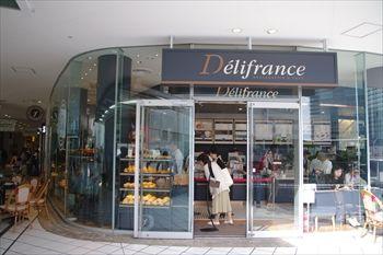 横浜ベイクオーターにある「デリフランス」の外観
