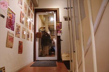 関内にあるビストロ「関内ビストロ ZIP」の入り口