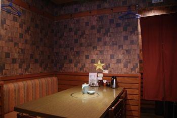 横浜石川町にある肉料理のお店「みずむら」の店内