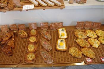 横浜東神奈川にあるパン屋「横濱港町ベーカリー玉手麦」の店内