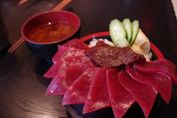 横浜岸根公園にあるお寿司屋「まぐろ一家」のまぐろ丼