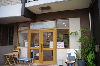 横浜高田にあるパン屋さん「Bread50(ブレッド50)」の外観