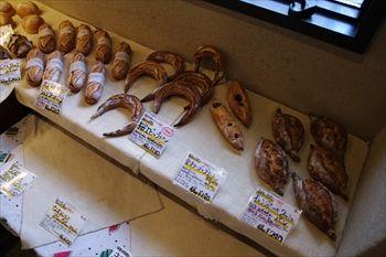 箱根にあるパン屋「足柄麦神 むぎ師」の店内