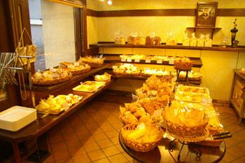 横浜大倉山のおいしいパン屋さん「アンソレイユ」の店内