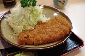 横浜関内にあるとんかつ屋「とんかつ 丸和」のロースかつ定食