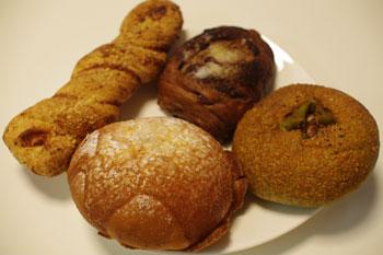 横浜元町にあるカフェ「カオリズ(Kaoris)」のパン