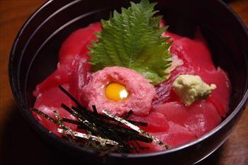 三浦にある寿司屋「寿司割烹 豊魚」の鉄火丼