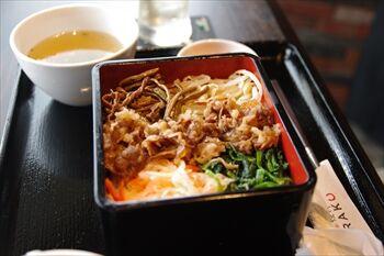 横浜桜木町にある焼肉店「桜木町de焼肉DOURAKU」のランチ