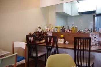 横浜白楽にあるカフェ「ミミルームカフェ」の店内
