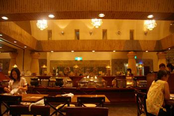 横浜崎陽軒本店のビアレストラン「アリババ」の店内