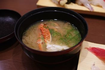新横浜にあるお寿司屋さん「沼津魚がし鮨」のかに汁