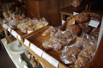 横浜菊名にあるパン屋さん「山角」の店内