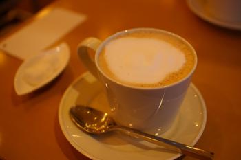 横浜元町のカフェ「kaoris(カオリズ)」のティーラテ