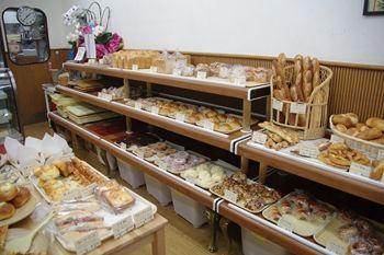 横浜鶴見にあるパン屋さん「ブーランジェリー プルミエ」の店内