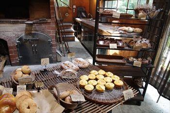 那須にあるパン屋「NAOZO(ナオゾー)」の店内