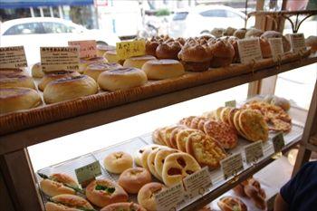 逗子にあるパン屋さん「ブローニュ」の店内