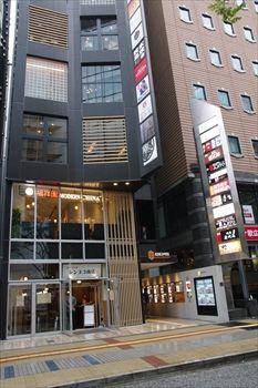 新横浜にある飲食店ビルの外観