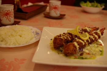 横浜馬車道のレストラン「相生 本店」の大エビフライ