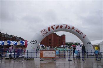 横浜赤レンガ倉庫のパンフェスの外観
