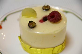 大倉山のフランス菓子のお店「クール・オン・フルール」のケーキ1