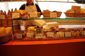 横浜元町のパン屋「ラール&ブーランジェリー レ・サンス」の店内